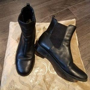 Shoes - Black chelsea boots